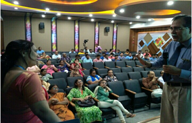 Dr.Keswani giving lecture on Skin Donation at BPCL
